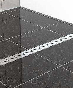 Duschrinne FX aus Edelstahl eingebaut